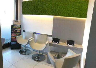 Sala d'attesa con iPad, TV e riviste